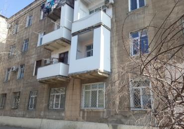 2 otaq stalin mənzil, Rus səfirliyi